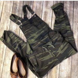 Camo overalls 💚